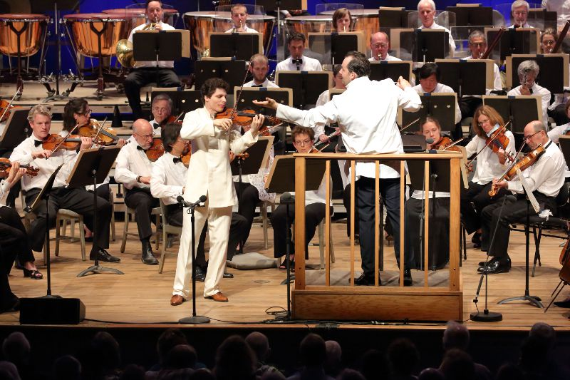 Andris Nelsons conducts Agustin Hadelich and BSO in the Sibelius Violin concerto, July 30, 2016; photo: Hilary Scott.
