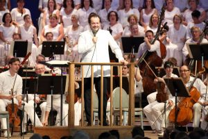 Andris Nelsons addresses audience before leading BSO, Tanglewood Festival chorus, and soloists in Beethoven's Ninth at Tanglewood, Aug. 28, 2016; Hilary Scott photo.
